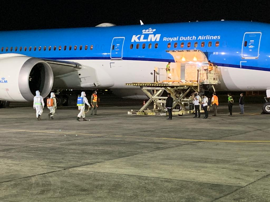 KLM delivers first consignments of AstraZeneca vaccines to The Philippines!